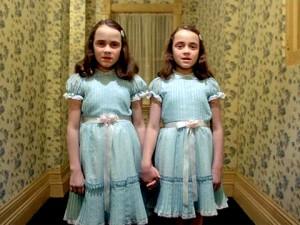 paranormal gemelas atropelladas